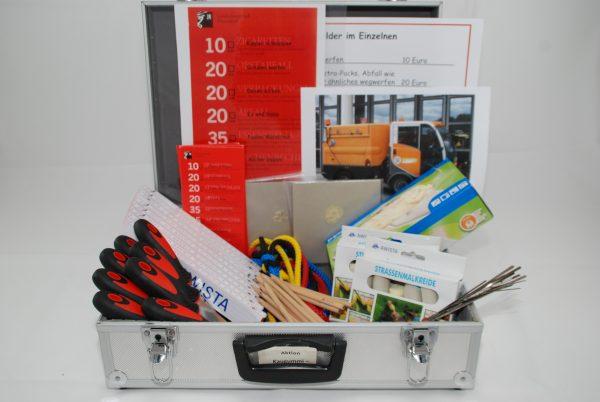 Koffer mit Lehrmaterialien zum Thema Kaugummientfernung