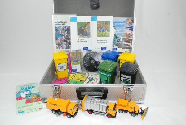 Koffer mit Lehrmaterialien zum Thema Müllwerkstatt
